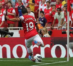 Santi Cazorla - Corner Kick for Arsenal